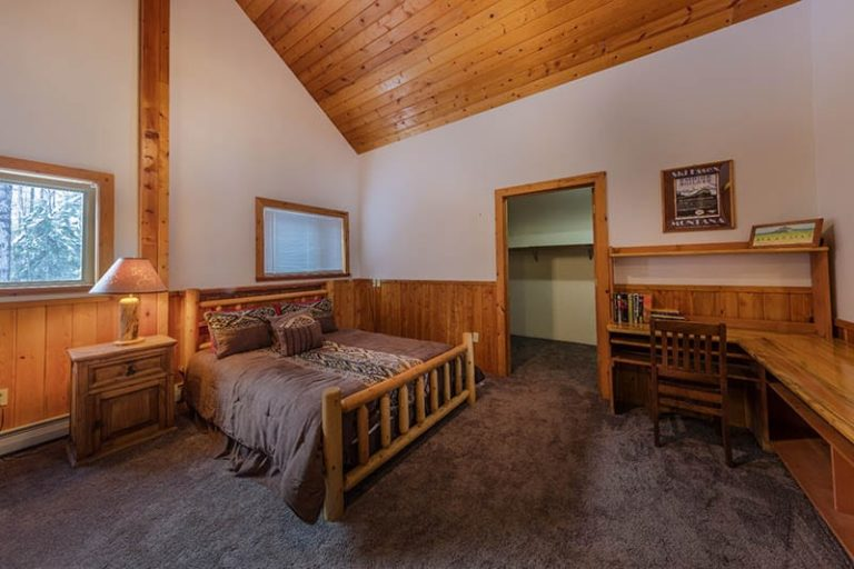Walton House queen bed - Vacation Rentals Glacier National Park